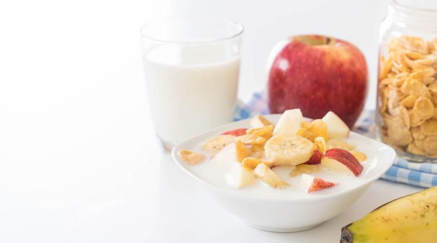 Yoğurt, elma, muz