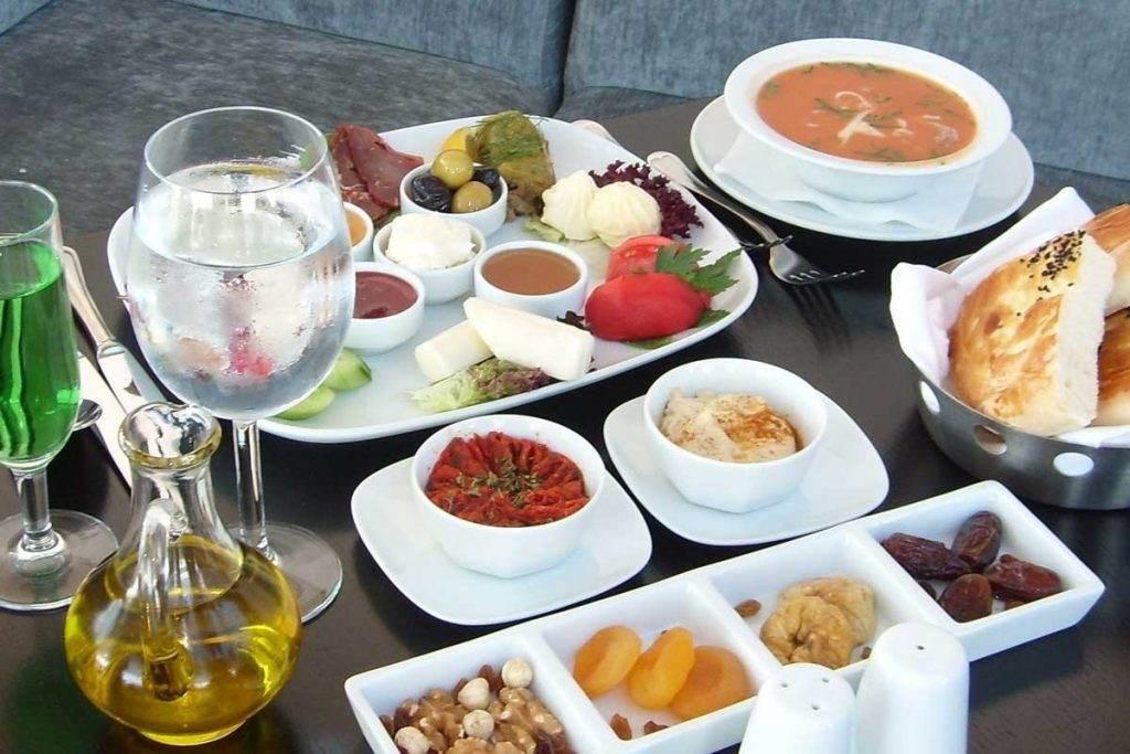 Diyetisyen Nil Şahin Gürhan'dan Ramazan Menüsü