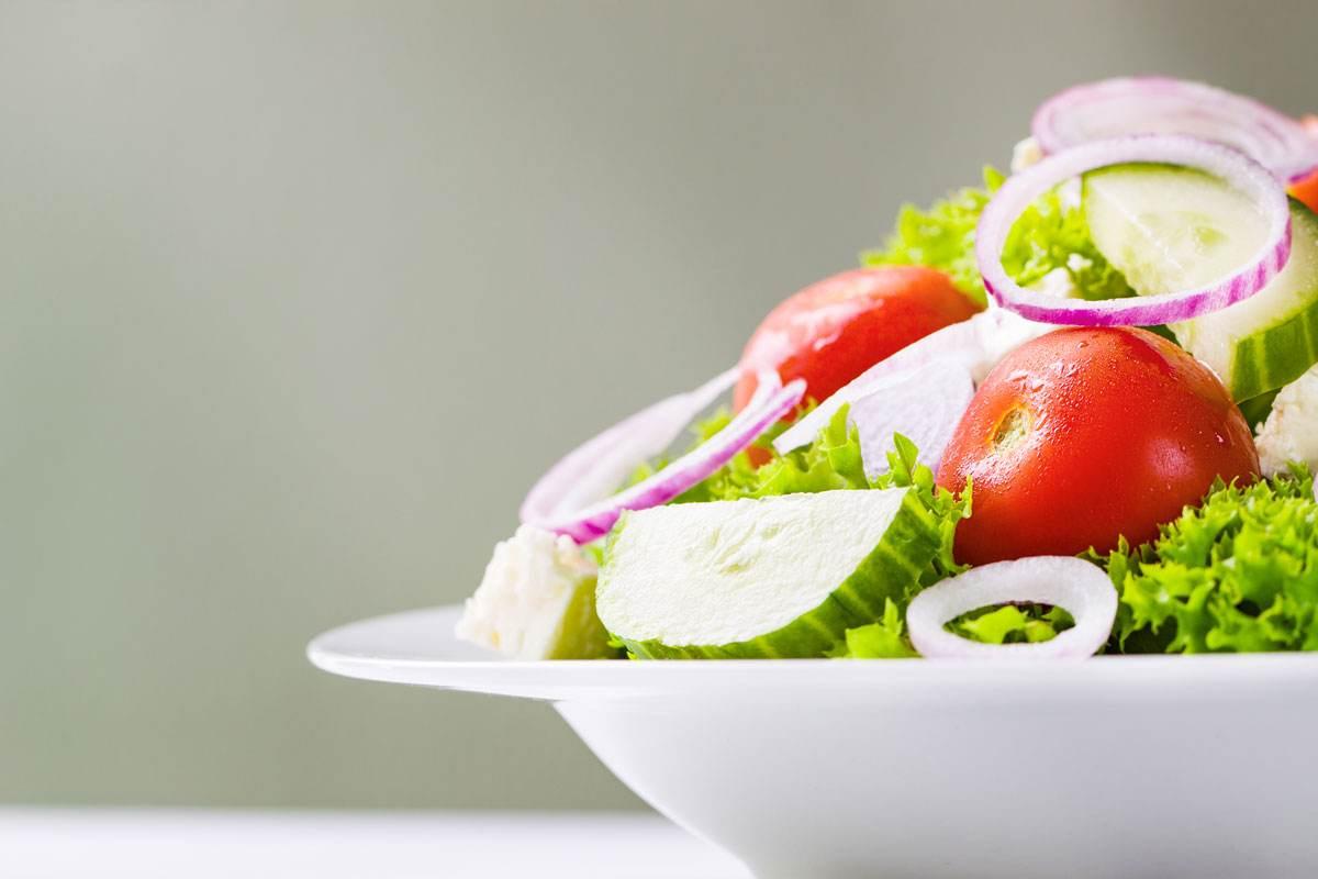 Sofraların Vazgeçilmezi Domates ve Salatalık